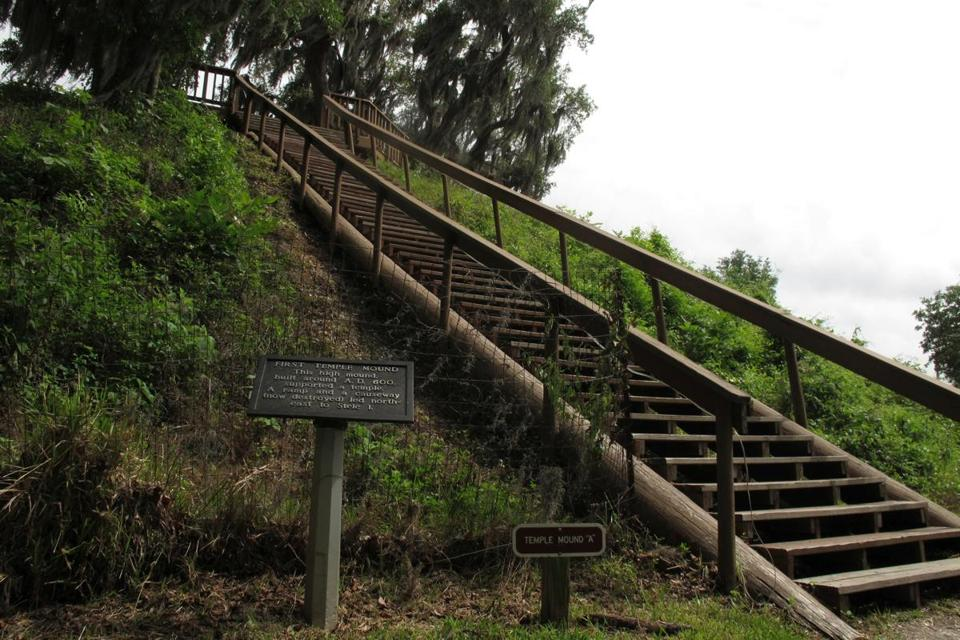 25indian - Crystal River, Fla. - A stairway leads to the top of the highest temple mound at the Crystal River Archaeological State Park. (Ellen Albanese for The Boston Globe)